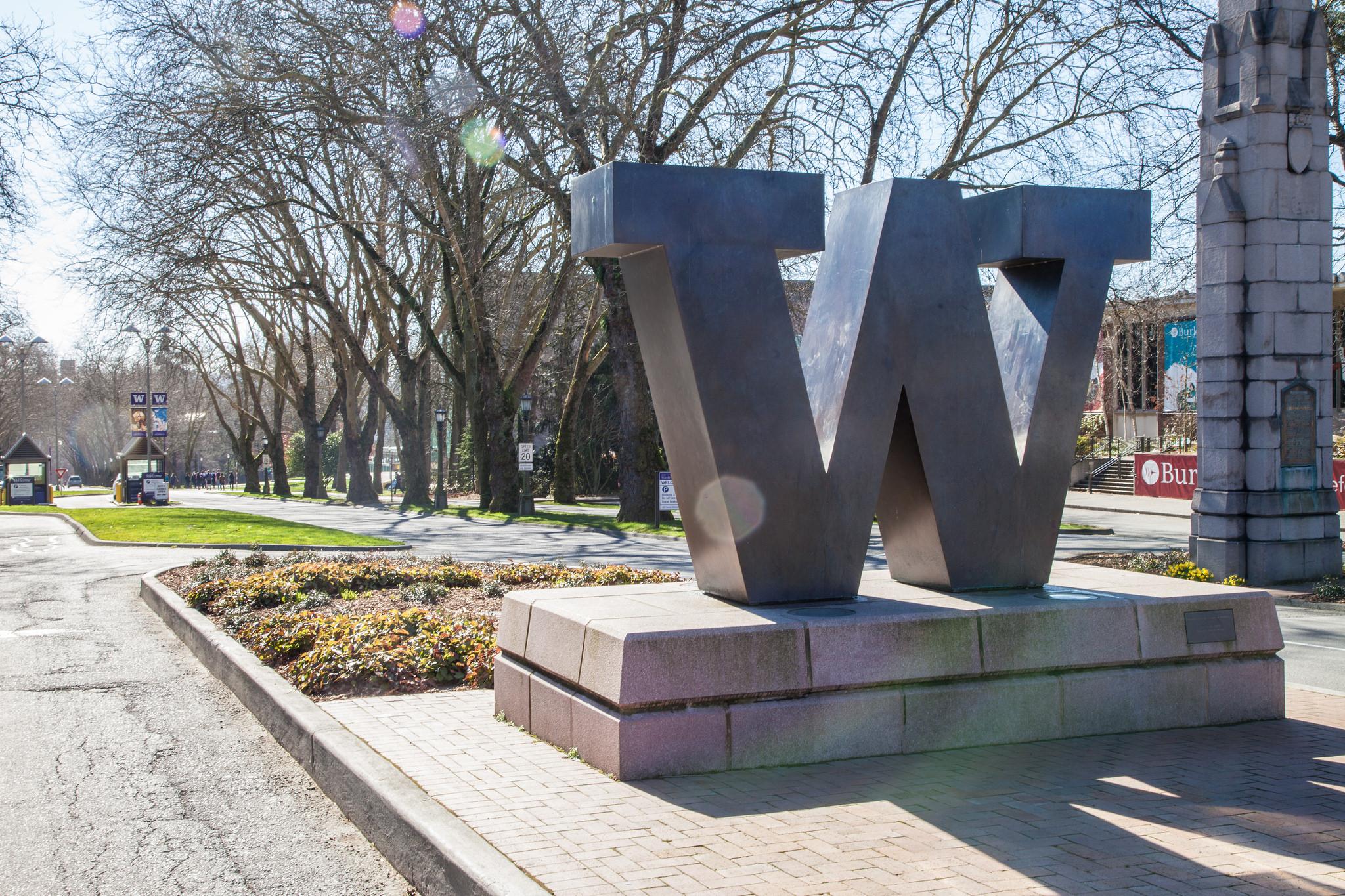 W statue